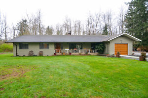 NEW LISTING!! Beautiful must see Rancher on 8 acres!