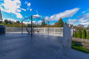 BEAUTIFULLY UPDATED Family home on .22 acre Comox / Courtenay / Cumberland Comox Valley Area image 2