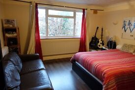 Double room on quiet street near Watford Junction (unfurnished)