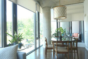 Lovely & Luxurious: 2 bed/2bed + parking in centre of King West