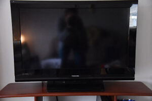 """Toshiba 32"""" LCD flat-screen TV for sale - $90"""