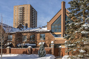 FOR RENT: Amazing 4 Bedroom Condo-Townhome in Resort-Style Setti