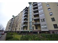 Superb two double bedroom modern apartment in popular Shore area in Edinburgh Eas