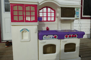 Little Tikes Play Kitchen with dishes