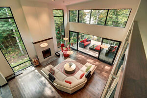 Waterfront, contemporary home on lac Nominingue