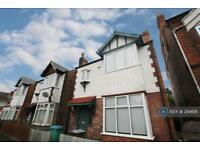 4 bedroom house in Greenfield Street, Nottingham, NG7 (4 bed)