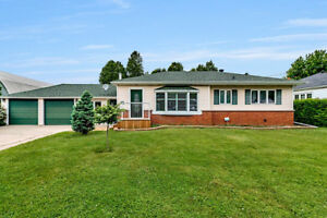 Ancaster Bungalow FOR SALE close to French Immersion & Amenities