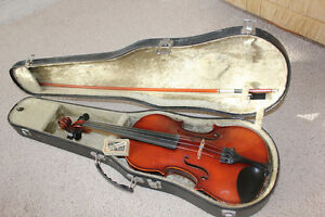 Suzuki 4/4 Violin/Fiddle  - Excellent Condition