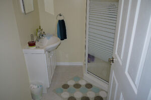 All inclusive for students, close to UW and shopping Kitchener / Waterloo Kitchener Area image 5