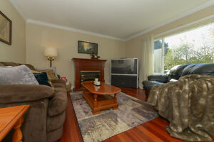 BEAUTIFULLY UPDATED Family home on .22 acre Comox / Courtenay / Cumberland Comox Valley Area image 8