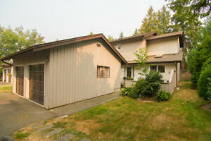 Lovely quiet end unit townhouse in Brentwood Village!