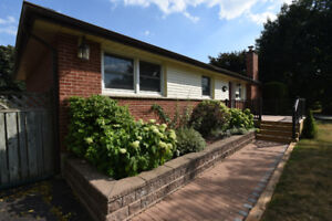 Detached Bungalow House in Aldershot, Burlington for Rent