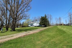 Absolutely Sweet Bungalow only 35 minutes to the city!