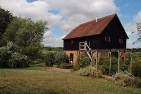 3/4 Bed Stunning Oast House with Annexe - Terrace, Large Garden, Farmland Views, Pond. Walk to Train