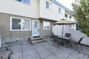 One of the cheapest 3 bedroom townhomes on the Northside!!