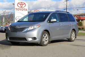2016 Toyota Sienna LE   -8 PSG, FWD,Touch Screen