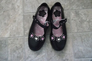 Girl's Hello Kitty Shoes Size 13.5 NEW