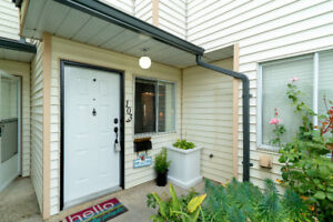 $515,000 [VIRTUAL TOUR] Wonderfully Renovated Fleetwood Townhome
