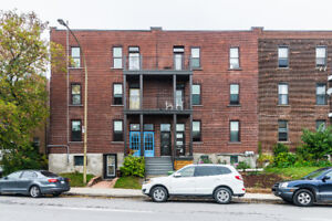 5 1/2 newly renovated in NDG near the super hospital for $1350