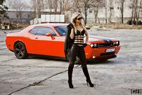 Photo shooting professionel gratuit avec1 Dodge Challenger rouge