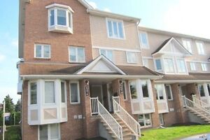 2 BED + 2 BTH 2 STOREY STACKED HOME IN CHAPEL HILL!