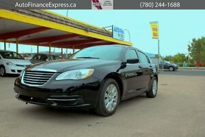 2014 Chrysler 200 LX ONLY 6,000 KMS SHE IS A BEAUTY