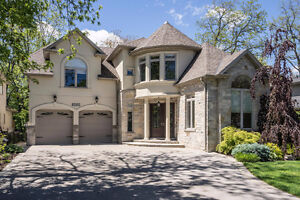 This Stunning Oakville Home Defines Luxury! 3039 Seneca Dr.