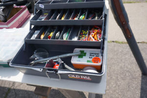 OLD PAL 3 Tray Tackle Box c/w assorted lures