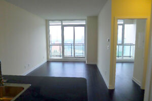 Square One\Sheridan College\ 1 bed room\by owner