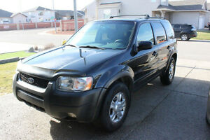 2003 Ford Escape XLT SUV - LOW KMS! EVERYTHING WORKS!