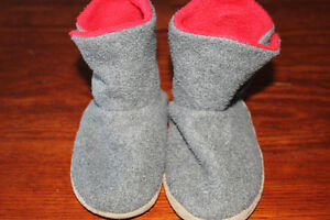 toddler size 8 slippers lot $5
