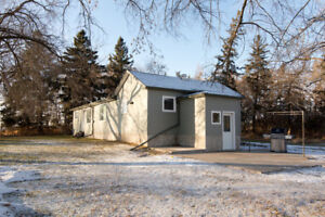 Updated modern Acreage - 38031 Rd 32W RM of Dufferin, MB