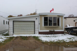 Mobile Home for Sale in Russell, MB at Davidson Trailer Park!