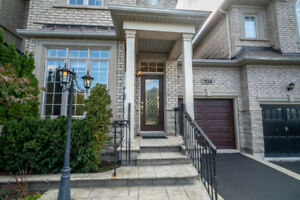 Gorgeous Townhouse in one of the best Oakville's Neighborhoods