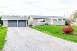Beautiful country bungalow steps away from Rice Lake!