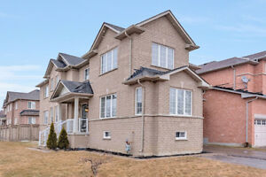 Family Oriented House Located in the Aurora Area!