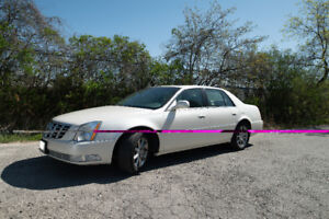 2011 Cadillac DTS Deluxe - LOW KM'S - SUPER CLEAN