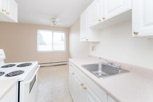 Great condo! Top Floor 2 Bed off Whyte Ave! Best Value!