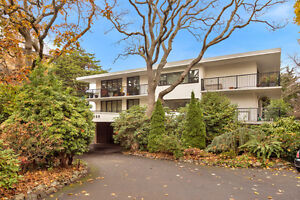 Oceanfront and ocea View south Oak Bay Condo for sale