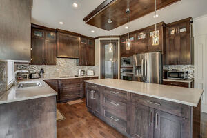 HUGE 2 Storey home in Sherwood - 6 Bed + Den and 5 Full Baths