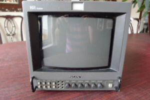 Sony 9045 Hi Res TV monitor with Field Bag