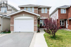 Super nice house for rent for Nov 1 in Cataraqui Woods