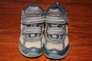 Stride rite toddler size 9 hikers $10 obo