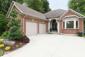 4058 Sanway Crt, Petrolia - Fabulous 7yr Old Bungalow