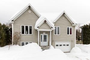 Maison à paliers avec garage