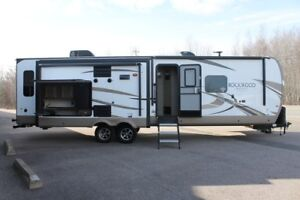 2018 Forest River Rockwood Signature Ultra Lite 8328BS