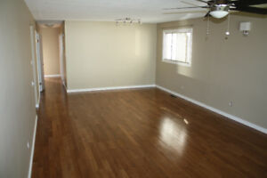 2 Bed main floor Utilities included in Forest Heights Min to DT