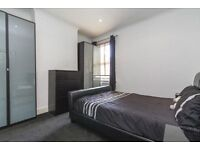 **Spacious top floor flat on Pultneney Road - South Woodford ***