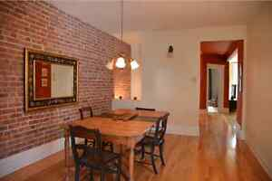 Outremont Condo - Ideal for mature student, couple - Sept. 2016