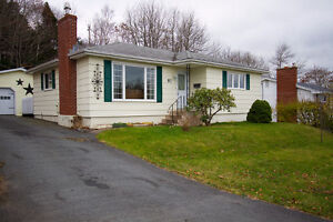 What a Stunner! Cozy Lower Sackville 3 Bed Bungalow!